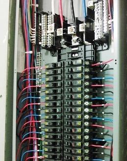 商業施設で一般的な3相式配電盤
